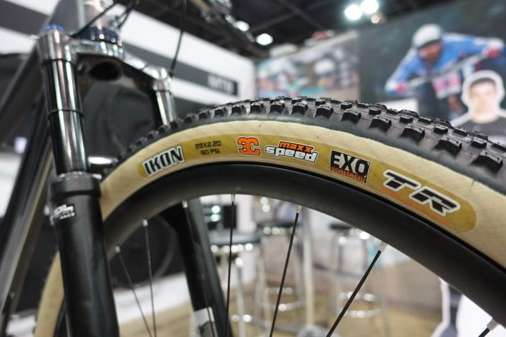 genesis mantle carbon maxxis tanwall