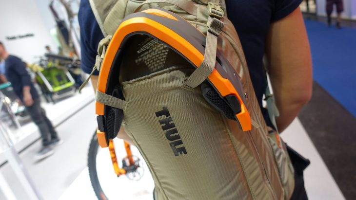 thule raid backpack hydration